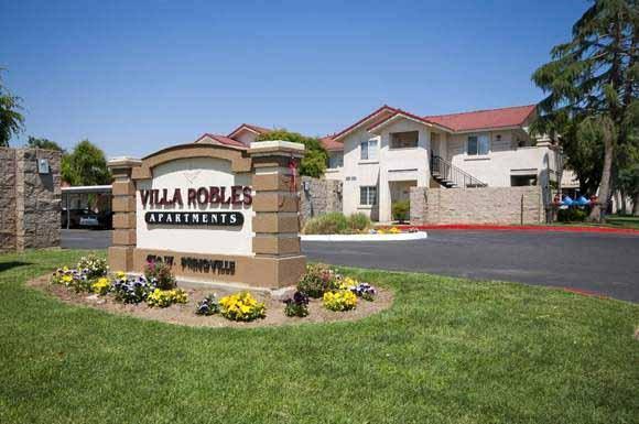 Villa Robles Apartment Homes 450 W Springville Avenue