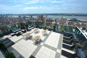 315 West 33rd Street Studio-2 Beds Apartment for Rent Photo Gallery 1