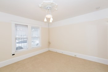 320 14Th Street Studio Apartment for Rent Photo Gallery 1