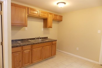 1810 N Taney St 3 Beds House for Rent Photo Gallery 1