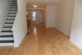 1940 N Patton St 3 Beds Apartment for Rent Photo Gallery 1