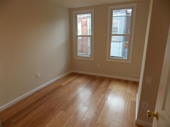 2342 N 17th St 3-6 Beds Apartment for Rent Photo Gallery 1