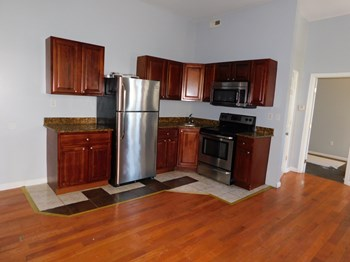 1745 W Diamond St 3 Beds Apartment for Rent Photo Gallery 1