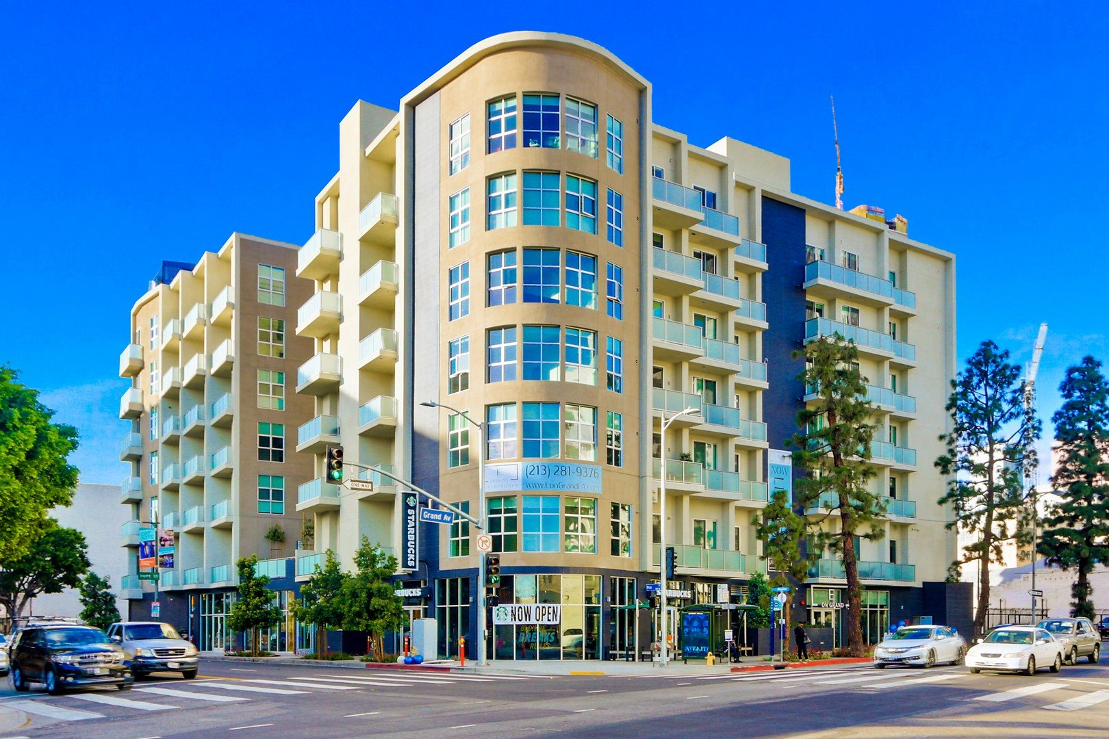 E On Grand Apartments in South Park, Los Angeles -Exterior