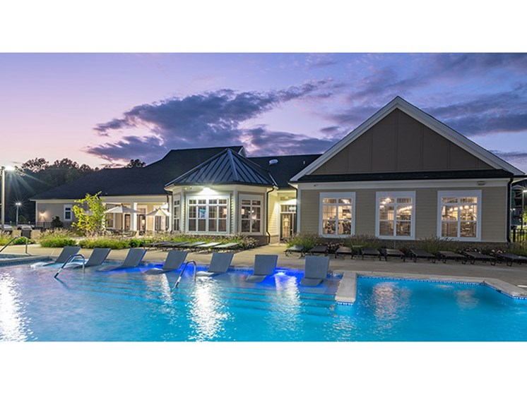 Swimming Pool And Sundeck at Abberly Waterstone Apartment Homes, Stafford, 22554