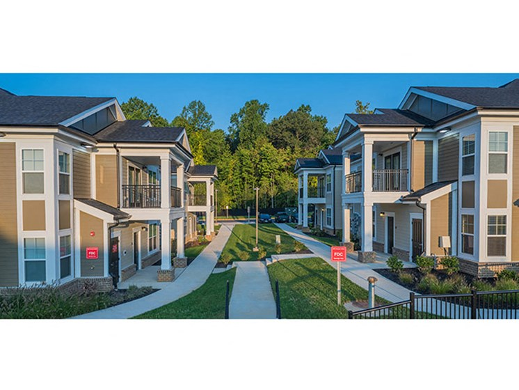 Spacious Campus For Leisurely Walks at Abberly Waterstone Apartment Homes, Stafford, Virginia