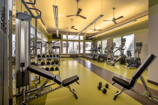 Fitness center | Stone Pointe Apartments for rent in Woodbridge, Virginia