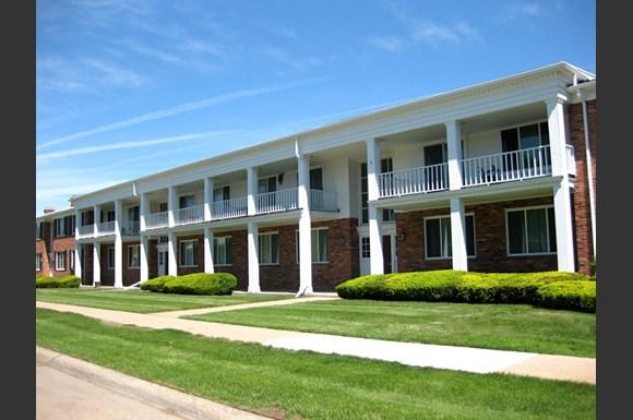 Grafton Townhomes, 14800 Nine Mile Rd., Eastpointe, MI - RENTCafé