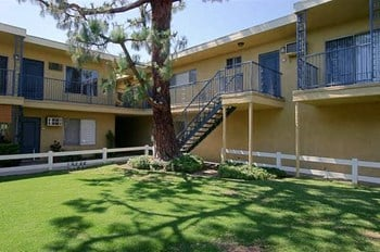 2211 E. Washington Blvd 1 Bed Apartment for Rent Photo Gallery 1
