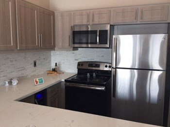1800 Grismer Avenue 2 Beds Apartment for Rent Photo Gallery 1