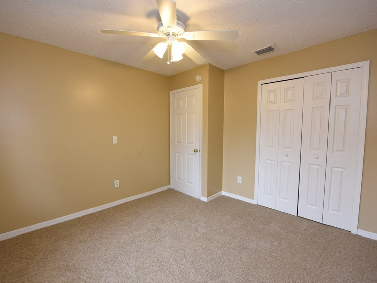Bedroom with Carpet at Green Oaks Apartments, Tampa, FL