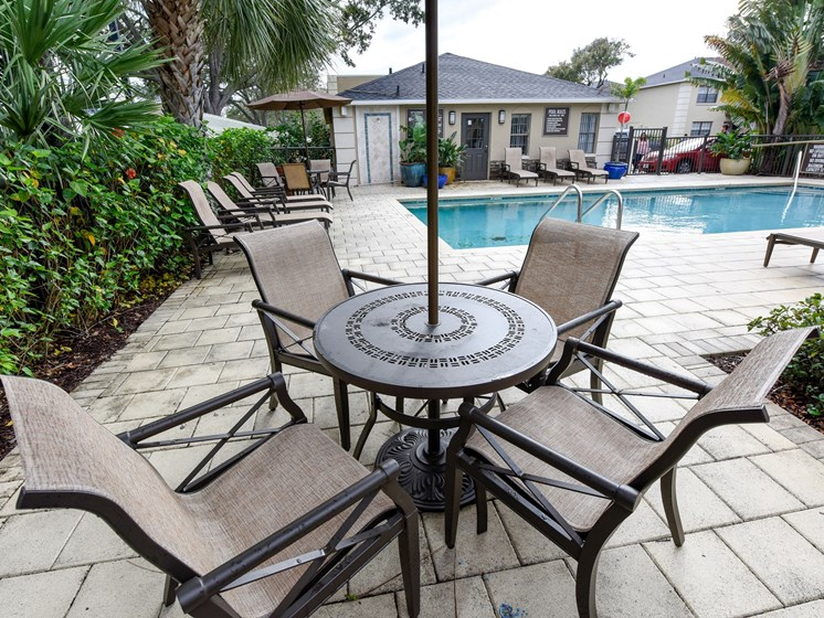 Pool Sitting Area at Green Oaks Apartments, Tampa