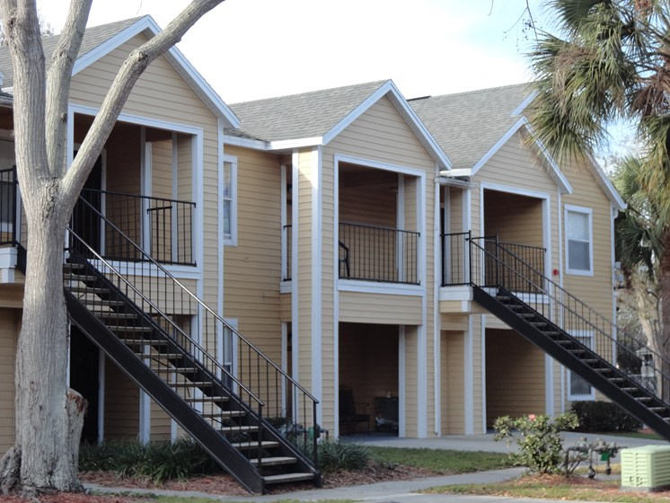 Exterior of Apartments Mira Lagos Bradenton, Florida