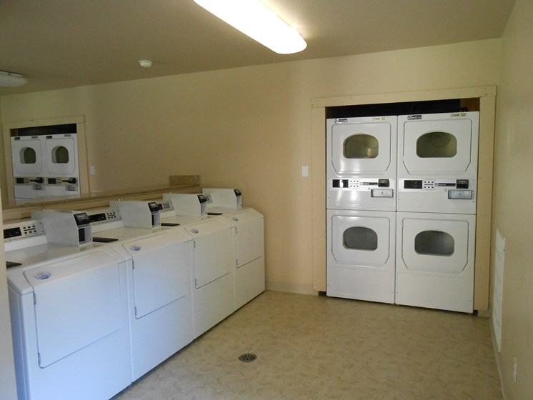 Laundry Facility Rollingwood Commons Fair Oaks, Sacramento, CA