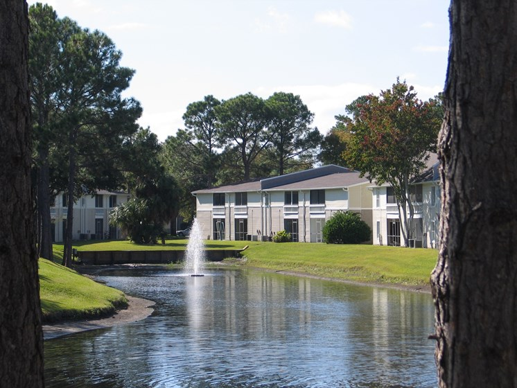 Lake and Fountain on Apartment property Jacksonville Florida