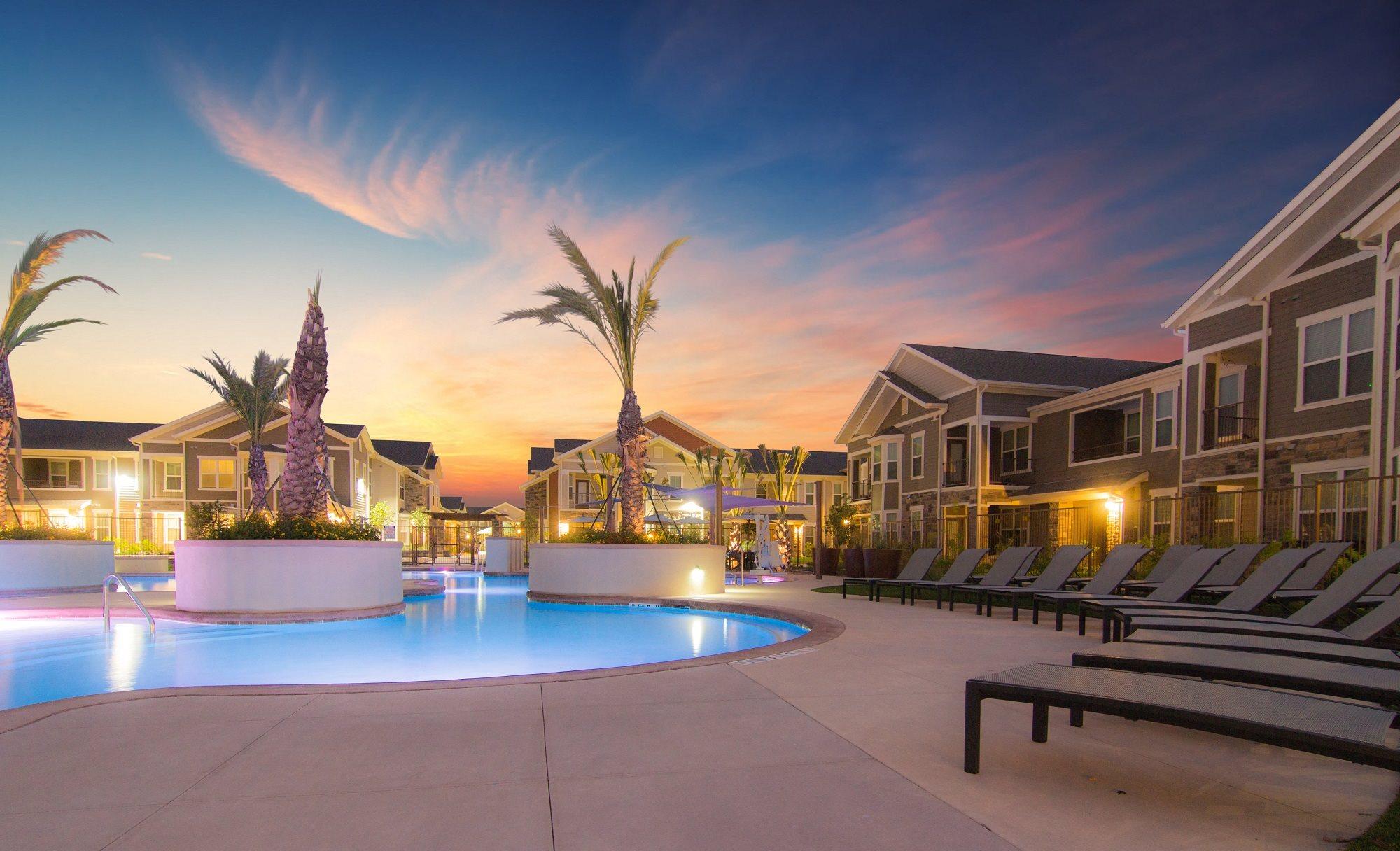 Echelon Monterrey Village Apartments San Antonio Pool