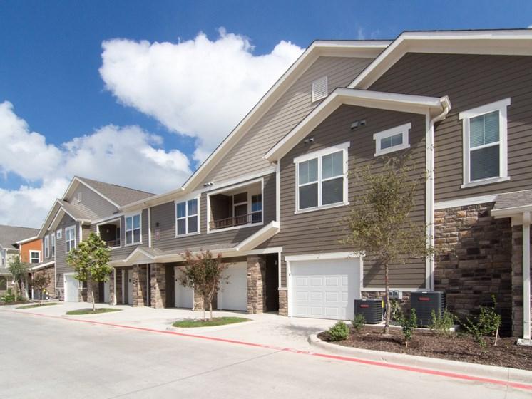 garage 78251 apartments
