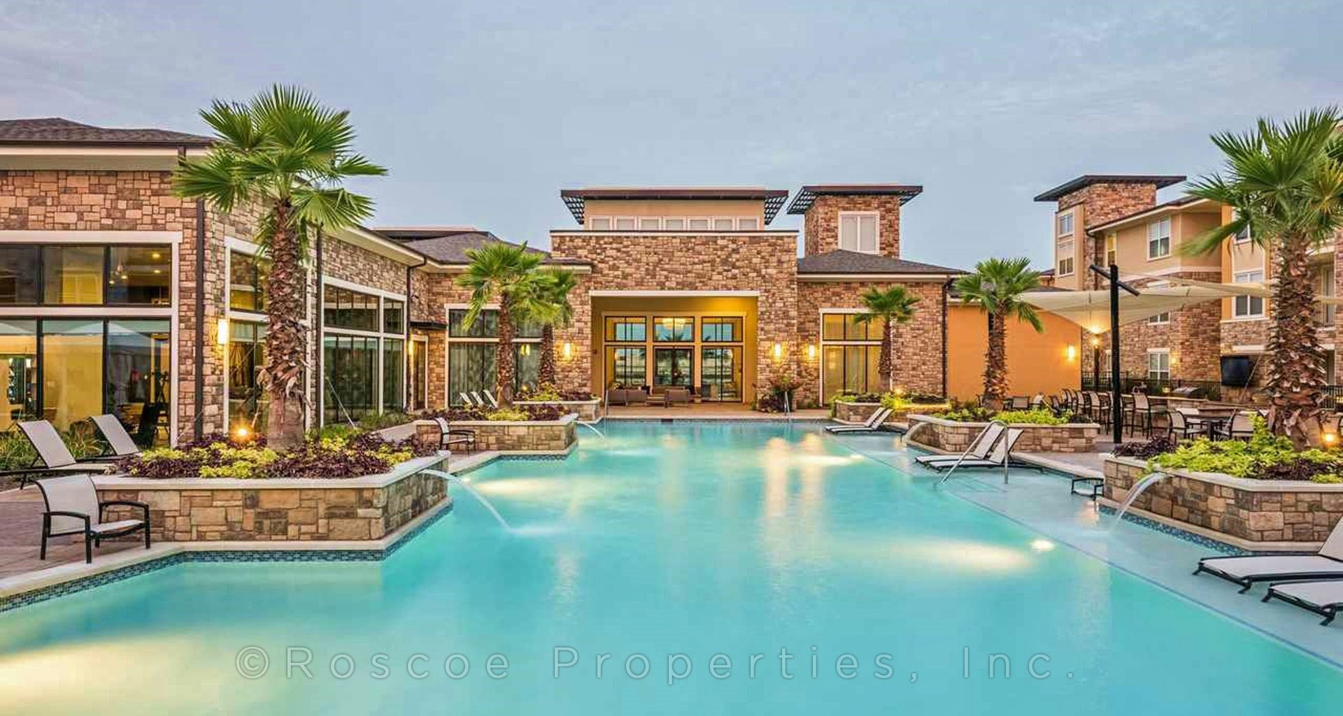 apartments_in_katy_clubhouse_apartment_pool_2