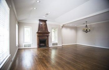 5811 Grassmere Studio Apartment for Rent Photo Gallery 1