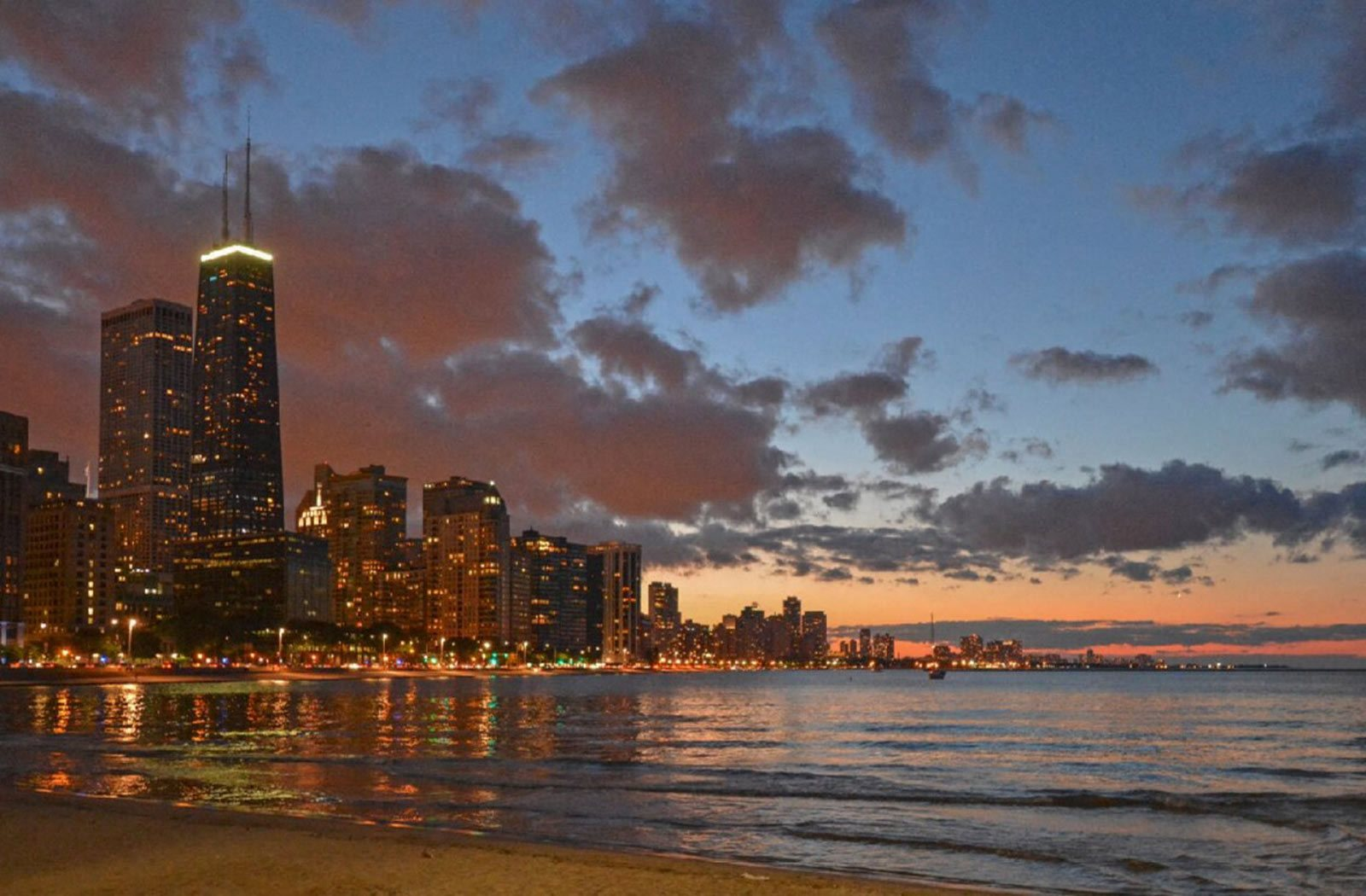 Apartments Near Montrose Beach | Dog Friendly Apartments | Uptown Chicago Rentals