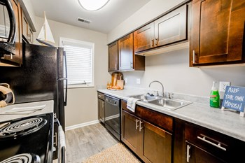 1100 Northlake Drive 1-3 Beds Apartment for Rent Photo Gallery 1