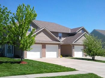 1860 SE Timbercreek Ct. 2-3 Beds Townhouse for Rent Photo Gallery 1