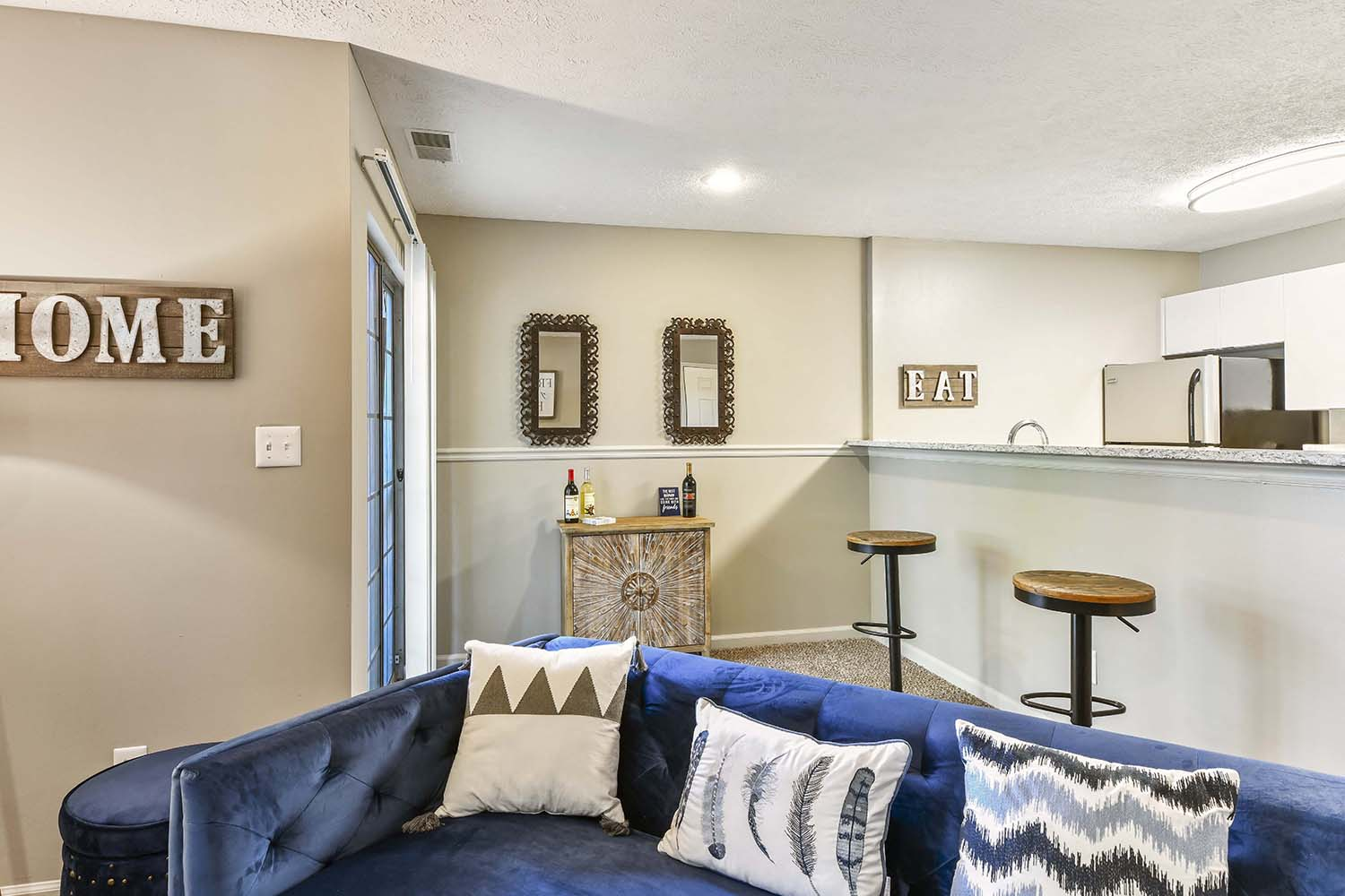 Kitchen with Breakfast Bar at Patchen Oaks Apartments, Kentucky,40517
