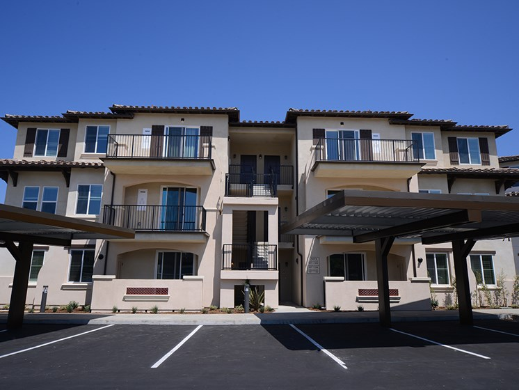 Yolo Apartments in Thousand Oaks - Building Exterior