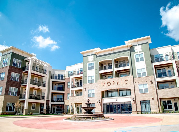 Pet-Friendly Apartments at Mosaic at Levis Commons Apartments in Perrysburg, OH near Toledo