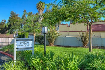 1401 S. Harbor Blvd. 2 Beds Apartment for Rent Photo Gallery 1