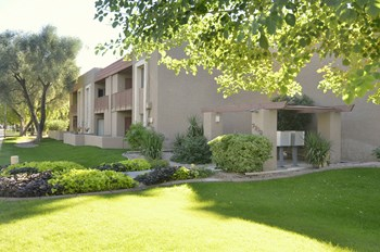 7709 E Glenrosa Ave 1-2 Beds Apartment for Rent Photo Gallery 1