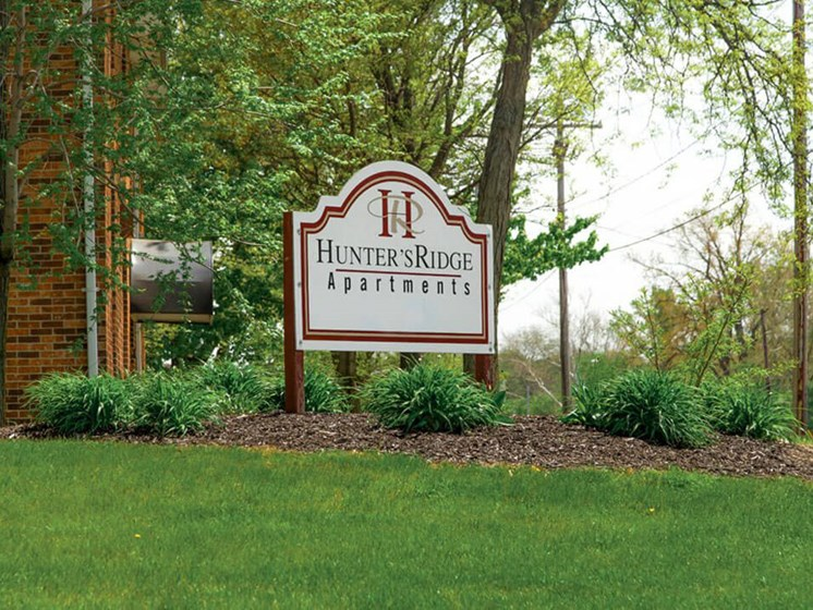 Hunters Ridge Apartments Welcome sign