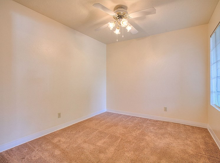 Live in cozy bedrooms at The Overlook Apartments, NM, 87111