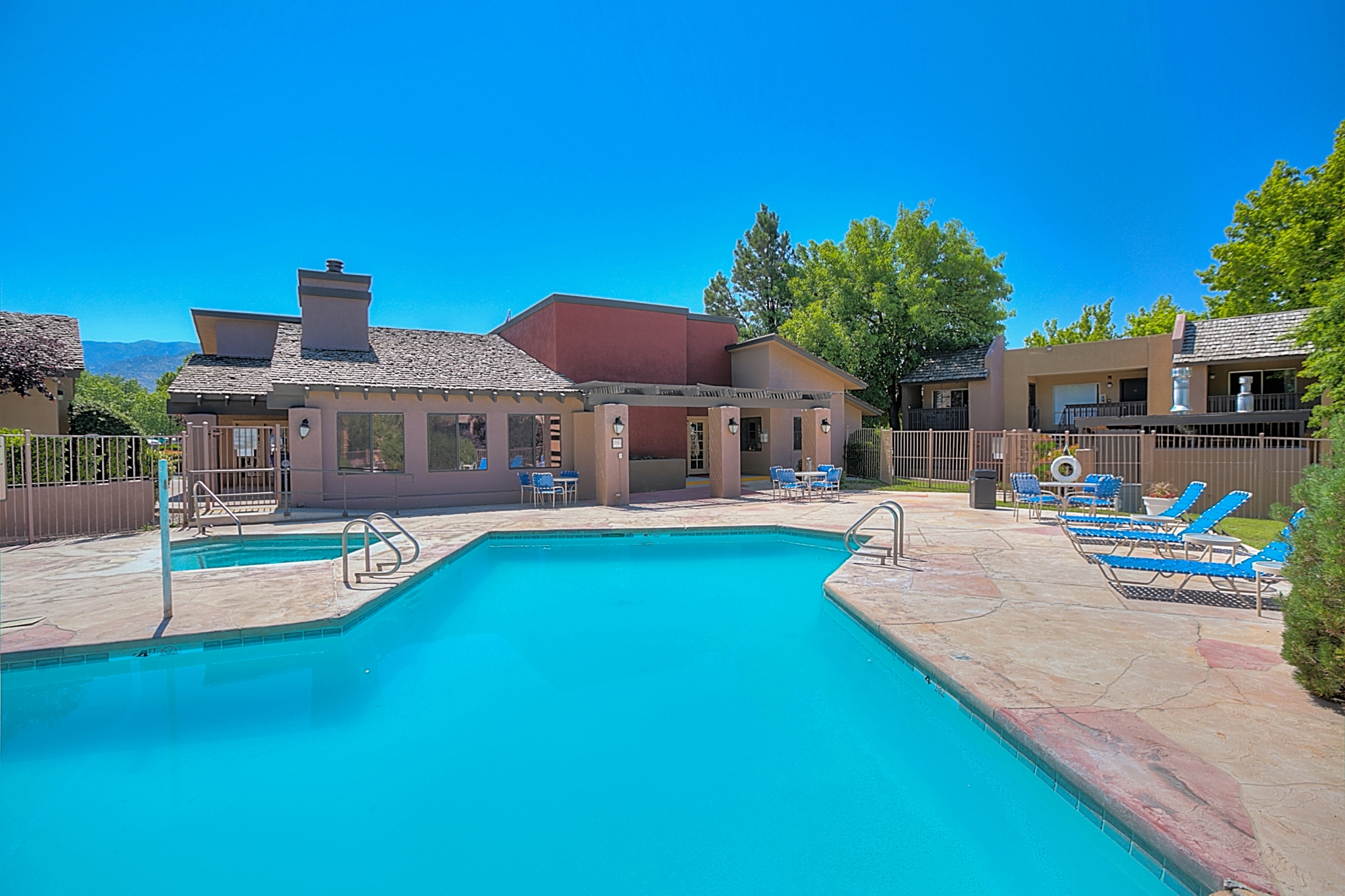 Huge Swimming Pool at Eagle Pointe Apartments, New Mexico, 87111