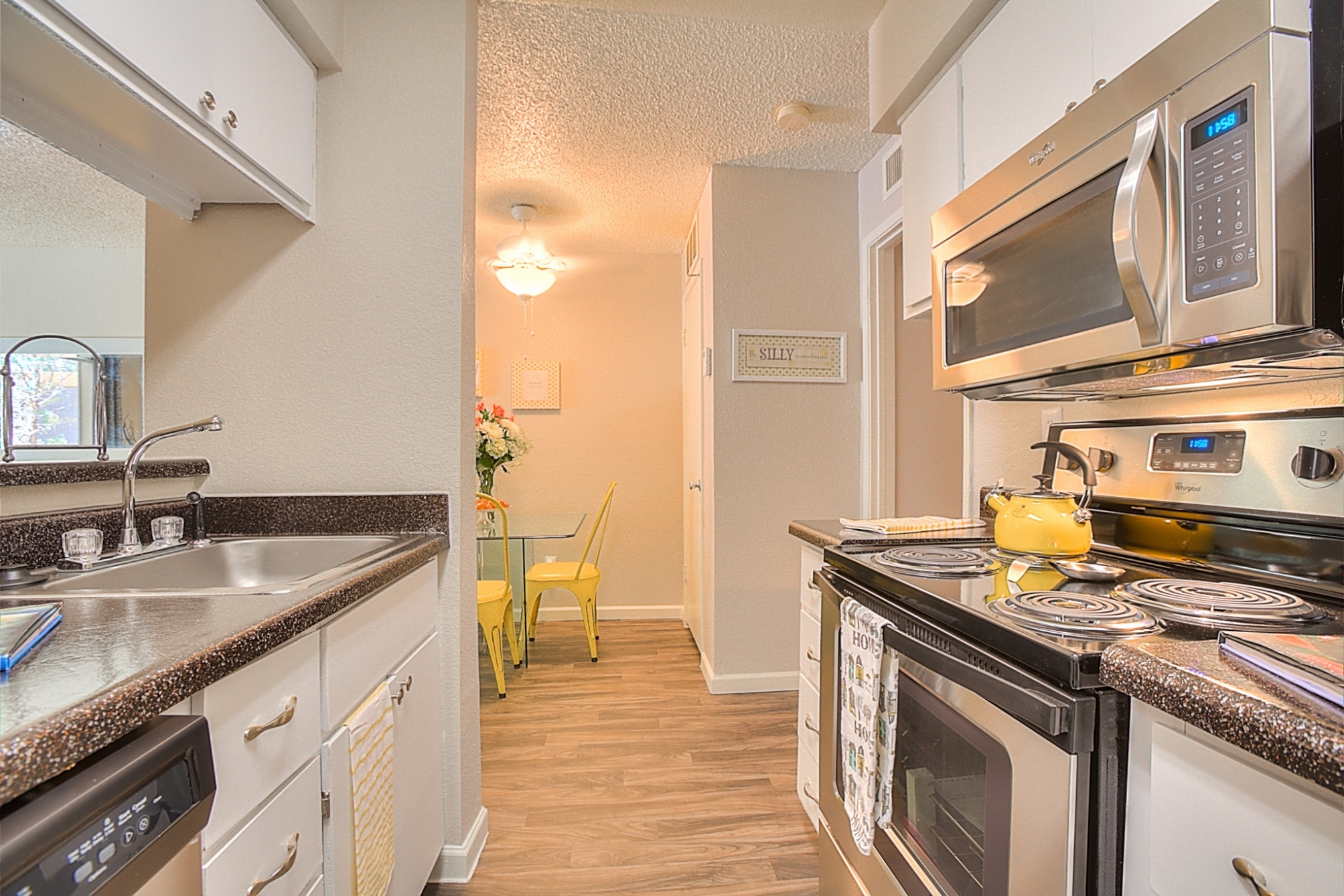 Gourmet Kitchen with Breakfast Bar and Pantry at Eagle Pointe Apartments, New Mexico, 87111