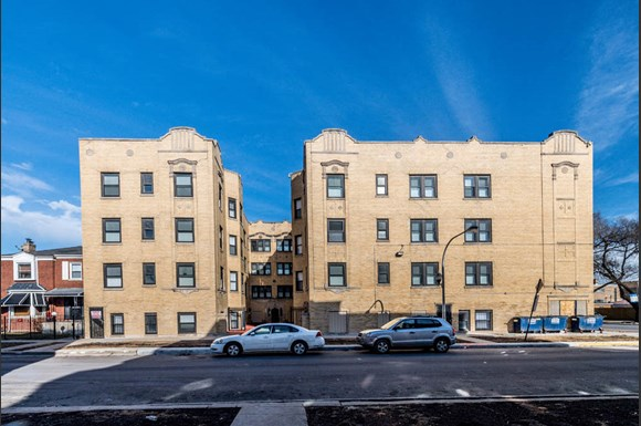 Austin Chicago, IL Apartments for Rent Exterior | 418 S Laramie