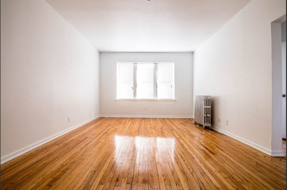 Austin Chicago, IL Apartments for Rent Living Room | 418 S Laramie