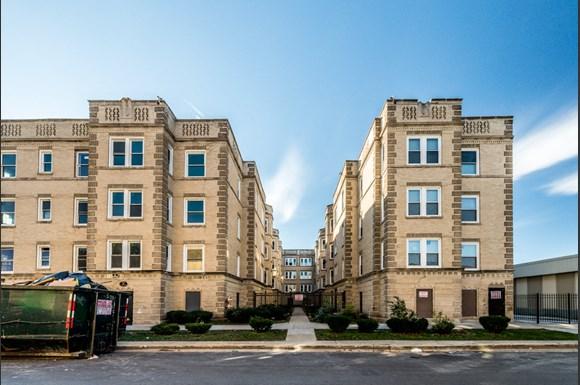 500 S Laramie Ave Apartments Chicago Exterior