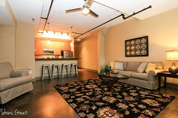 806 Wasena Avenue Studio-2 Beds Apartment for Rent Photo Gallery 1