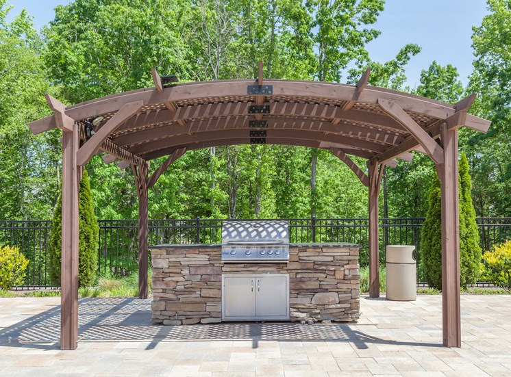 Picnic and BBQ Area at Phillips Mallard Creek Apartments, Charlotte, NC