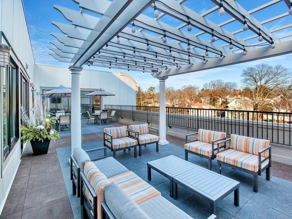 Outdoor TV, Pergola, furnished outdoor lounge, music