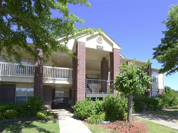 2200 Clubhouse Drive 1-2 Beds Apartment for Rent Photo Gallery 1