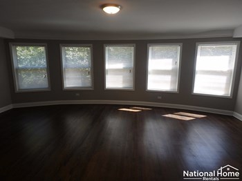 6048 N Fairfield Avenue Unit 2 3 Beds House for Rent Photo Gallery 1