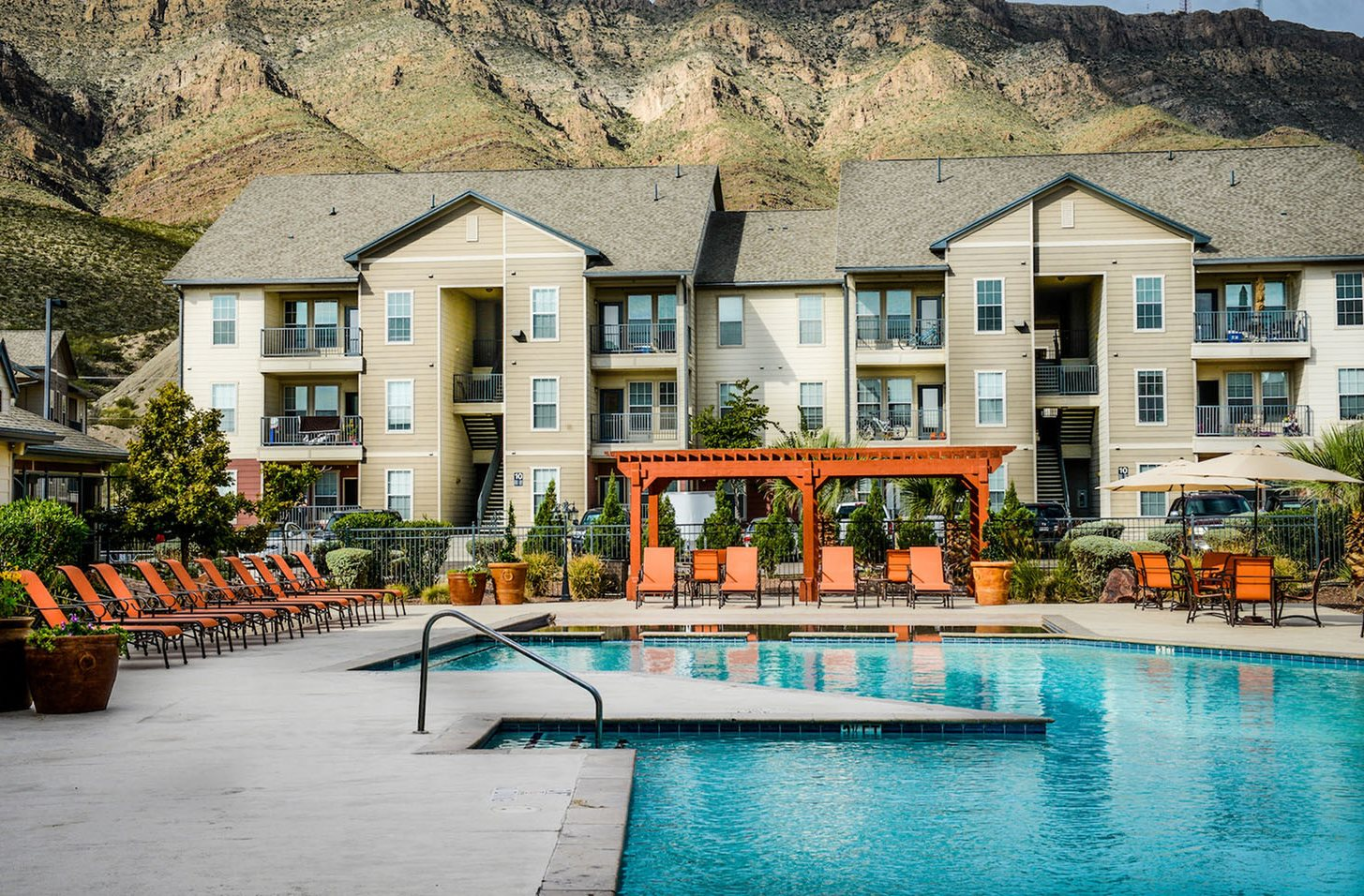 Pool and lounge chairs El Paso, TX 79930 l Independence Place Apartments For Rent