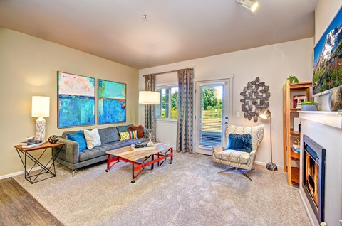 Living Room with Nine Foot Ceilings at The Arbors at Edgewood Apartments, Edgewood, Washington