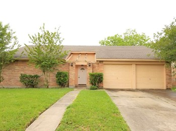 16742 Quail Run Dr 3 Beds House for Rent Photo Gallery 1
