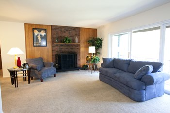 21465 Detroit Rd. 1-2 Beds Apartment for Rent Photo Gallery 1