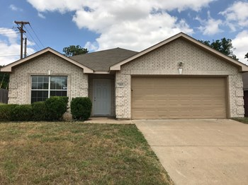 7103 London Fog Dr 3 Beds House for Rent Photo Gallery 1