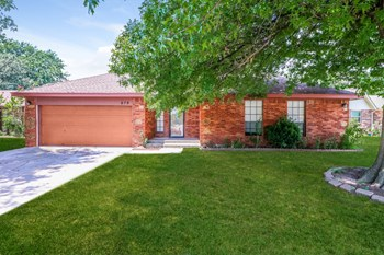 679 Wandering Way 3 Beds House for Rent Photo Gallery 1