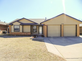 3108 SW 94th St 3 Beds House for Rent Photo Gallery 1